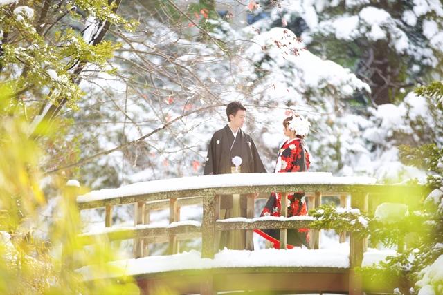 北海道道庁の雪の太鼓橋で前撮り結婚写真