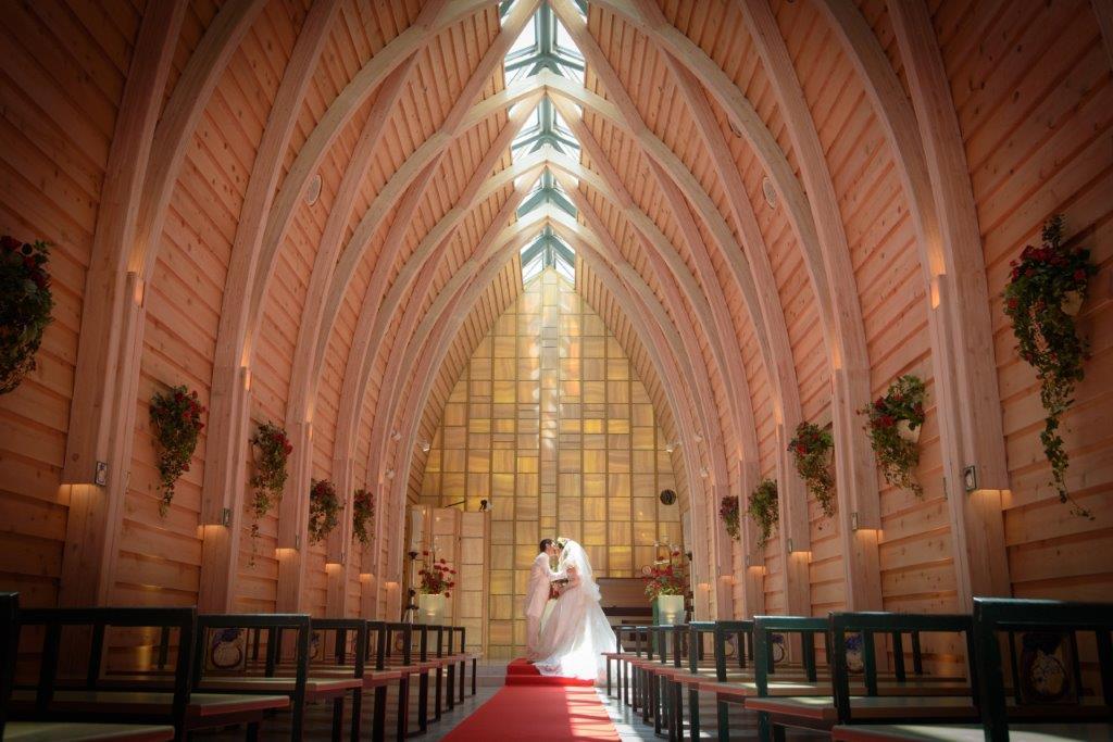 写真だけチャペル、JILL STUARTやアンテプリマ、NATURAL BEAUTY、ANTONIO RIVA(アントニオ・リーヴァ)、MIKA NINAGAWA、白無垢や打掛を1000着の着物から選べるので和装で撮影する最高の欲張な結婚式を