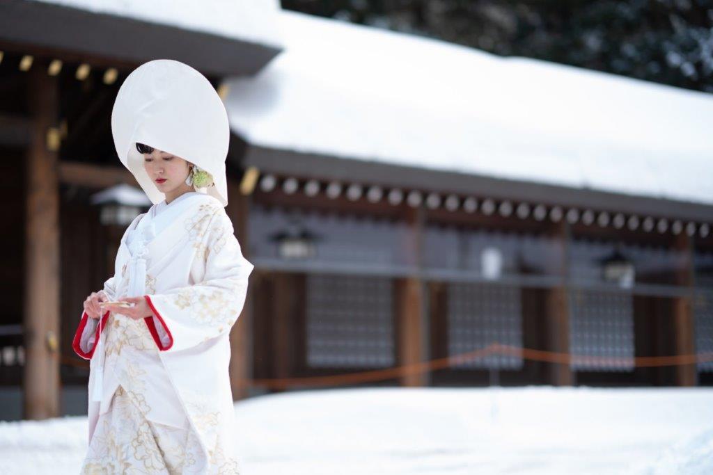 北海道神宮の挙式スナップと上質な白無垢や打掛など1000点から選べます境内、北海道神宮の杜のロケーションフォト更に神宮内写真館の記念写真がセットになったプレミアムなプラン