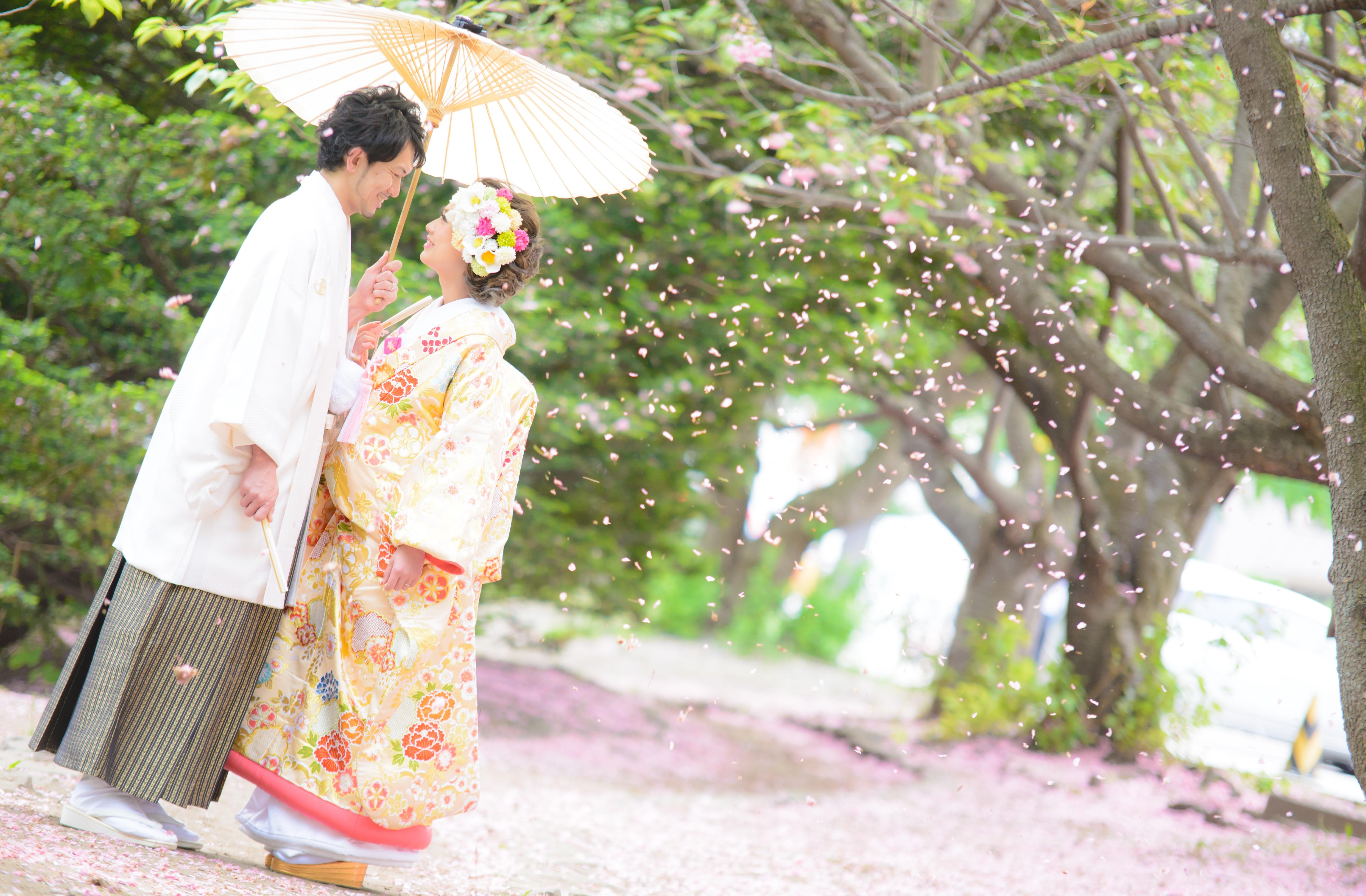 前撮り桜で撮影、JILL STUARTやアンテプリマ、NATURAL BEAUTY、ANTONIO RIVA(アントニオ・リーヴァ)、MIKA NINAGAWAなどのドレスや着物など1000着の衣装から選べます