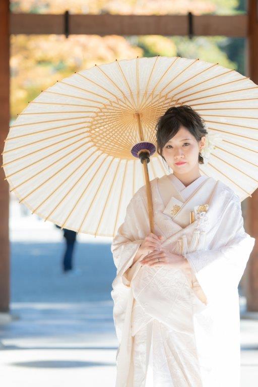 北海道神宮での挙式スナップと上質な白無垢や打掛などハイエンドブランドドレスや着物など1000点から選べます境内、北海道神宮の杜のロケーションフォト更に神宮内写真館の記念写真がセットになったプレミアムなプラン