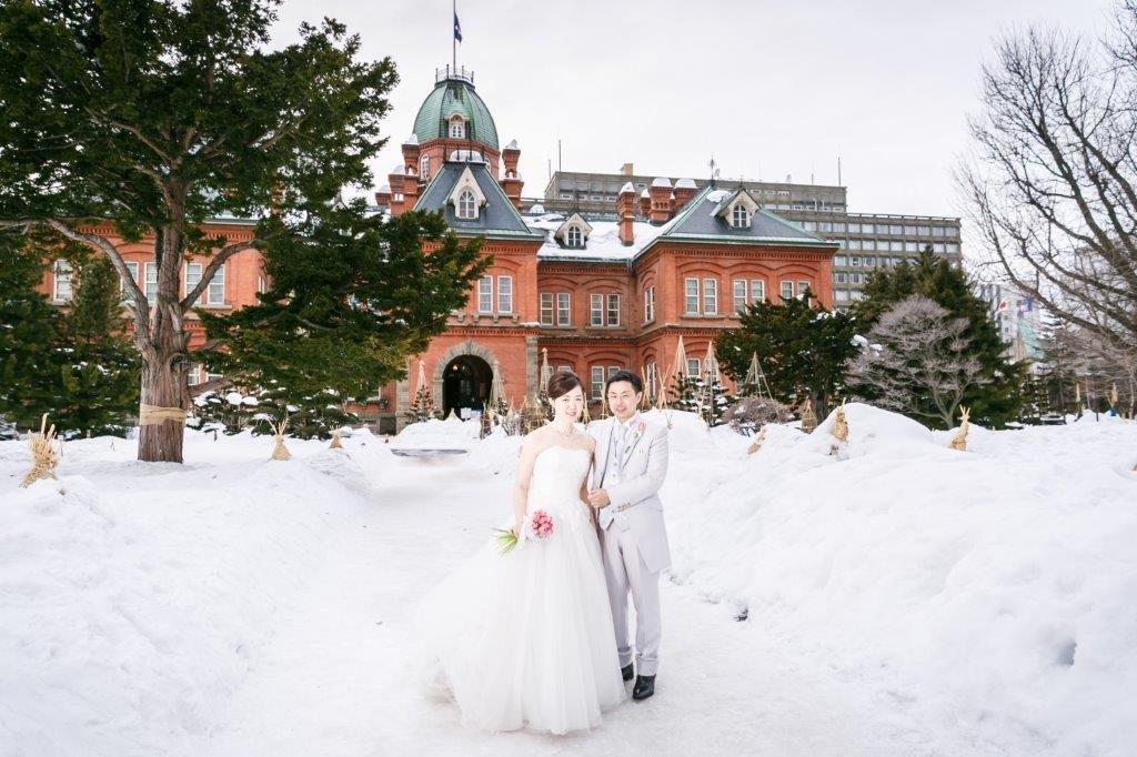 雪で前撮り、JILL STUARTやアンテプリマ、NATURAL BEAUTY、ANTONIO RIVA(アントニオ・リーヴァ)、MIKA NINAGAWA、などのハイエンドのブランドドレスなど1000着のドレスから着たい1着がきっと見つかる
